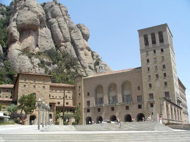 casas de vacaciones costa brava, Monasterio de Montserrat, casas de vacaciones costa brava