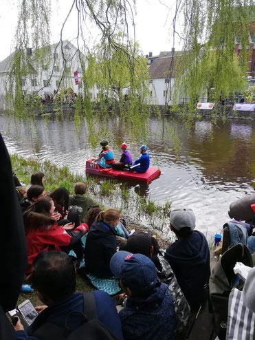 Das berühmte Bootsrennen der Studenten auf dem Fluss Fyris.