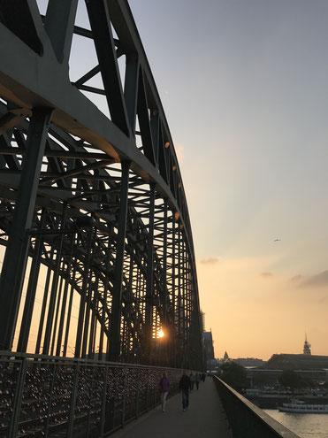 Turnschuhpendler in Köln