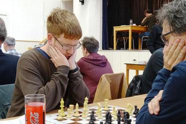 Florian Sandhöfner siegt eindrucksvoll gegen Manfred Freitag
