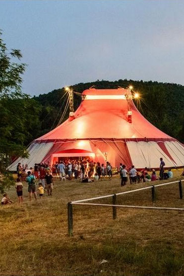 Alba la Romaine est à quelque kilomètre de Bourg Saint Andéol, ou le Pôle National du Cirque est installé.