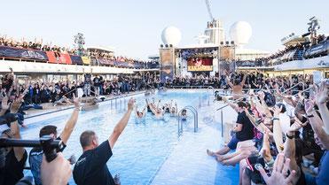 Mein Schiff 3 Full Metal Cruise Pooldeck // © TUI Cruises