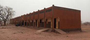 CEG Piela- die zwei Klassenräume für 300 Schülerinnen und Schüler - 2021