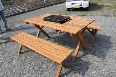 屋外テーブルを製作しました。