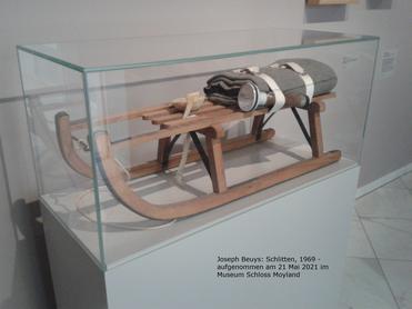 Joseph Beuys: Schlitten, 1969 - aufgenommen am 21 Mai 2021 im Museum Schloss Moyland