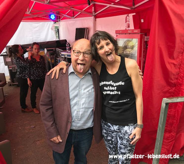 Gernot Hassknecht_Lina Labert_ SWR3 Comedy Festival 2018_Yoga_Löwe_simhasana
