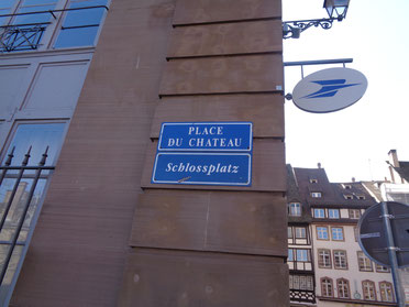 ドイツ語とフランス語が書かれた看板
