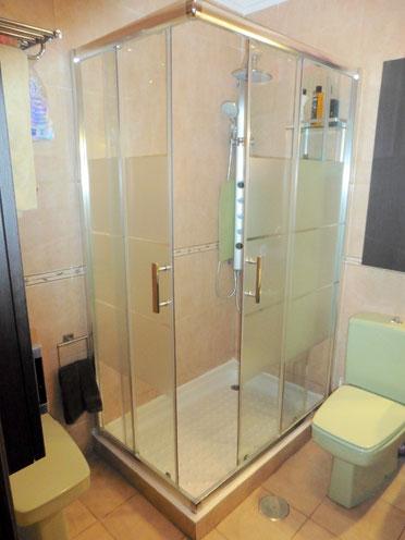 2. Badezimmer en suite