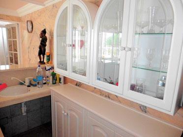 Kleine Küche mit Spülbecken