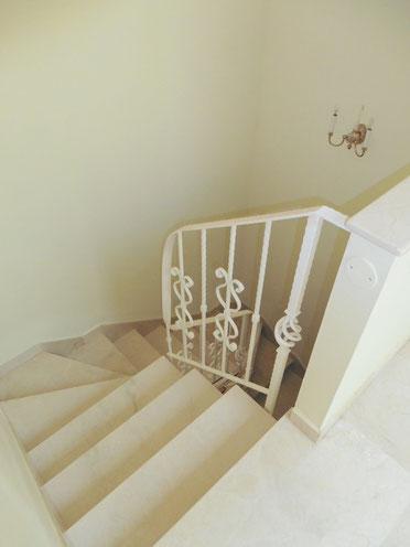 Treppen ins Untergeschoss