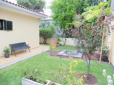 Hinterer Garten und Terrasse