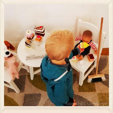 Puppen, Kinderküche, Staubsauger, Besen oder Bagger und Auto's? Uns ist völlig egal womit unsere Mäuse spielen möchten, solange es sie glücklich macht. #gegengeschlechtsspezifischerollen    - mit 'klick' auf das Bild gelangt ihr zum Blogbeitrag DIY Kuchen