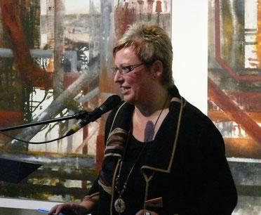 Dorothee Impelmann bei der Eröffnung ihrer Ausstellung im Binnenschifffahrtsmuseum, Duisburg
