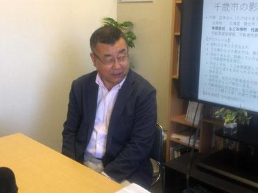 税理士法人エンカレッジ中田事務所の中田所長が企業紹介している様子