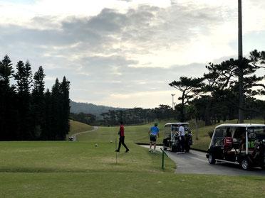 沖縄ゴルフツアー スタート風景