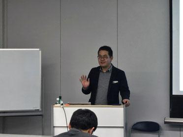 原田塾長の司会進行の様子