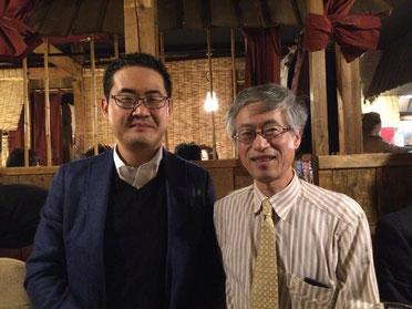 懇親会での原田塾長と加藤さん