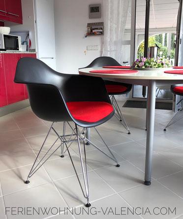Neue Stühle in der Ferienwohnung Valencia, März 2018