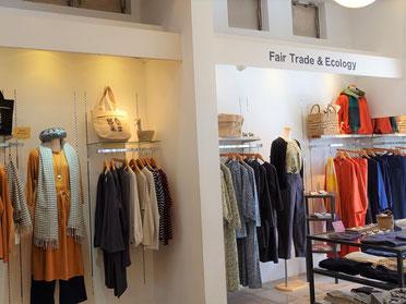 着る人にも、つくる人にもやさしい、上質なウェアが並ぶ店内