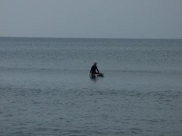 潮が引いてきたらヒザチョイでしたがテイクオフして少し乗れましたよ。何回もテイクオフしていたのに写真無くてごめんね(T_T)KYママ