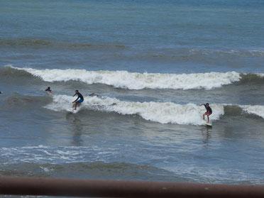 小潮で潮が満ちてきていいても結構乗れていました。
