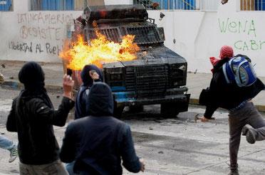 Demonstranter i kampen mod politiet i Santiago (14.5).