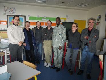 André O. Todjé en compagnie des membres du CA de l'association Grand-Lieu/Nokoué et  des enseignantes du collège petite Lande de Rezé.