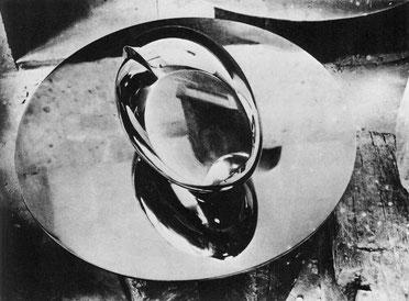 Constantin Brancusi, Der Neugeborene, 1927. Rostfreier Stahl Musée National d'Art Moderne, Centre Georges Pompidou, Paris Foto: Constantin Brancusi