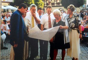 Fild: Foto: Renate Schmidt, Gröner, Dr. Mück, Klaus Meier, Marktplatz Neustadt