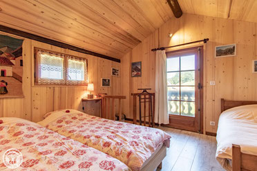 sleeping room-1st floor: large bed 160cm or two twin beds 80cm + single bed 90cm