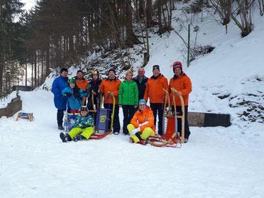 Am Bild Obmann Reinhold Pirker mit interessierten Sportlern & Funktionären des RC Mondi Frantschach  (Foto: RC Mondi Frantschach)