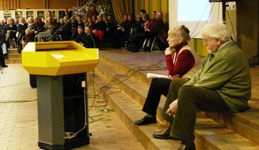 Der alte Pastor Kühme auf der berühmten Ratssitzung am 25. Februar 2010, nachdem er vom Sitzungsleiter Friedrich Meinker ziemlich barsch zurückgepfiffen worden war.
