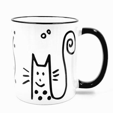 Die süße Katze wurde mit einem schwarzen Filzstift auf die Vorlage gemalt, abfotografiert und für den Druck aufbereitet. Nach dem Brand ist die Tasse spülmaschinenfest. Tassen-Workshop