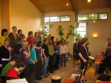 Max-Ole Tammen gibt einen Gospelworkshop am Forum Wiedenest e. V. mit anschließendem Gottesdienst.