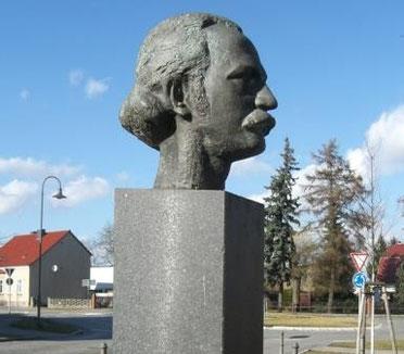 Die Büste von Theodor Fontane in Letschin (Foto: Detlef Mallwitz, 2014)