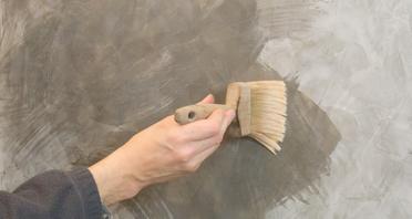 Stucco Fein Glätteseife auf Teilstücke auftragen.