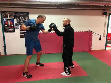 Marco Spath mit Pascal, Pratzenarbeit/Schlagschule, April 2019, M's-Gym Bern Ittigen