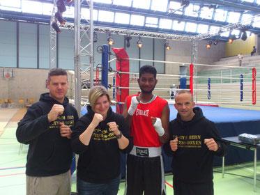 Vorstand BOXING TEAM ITTIGEN Mike Keller (Präsident) , Anita Ruf (Finanzen), mit Boxer Swissan, Marco Spath (Cheftrainer und Vizepräsident, Inhaber M's-Gym Bern)