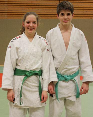 Die Geschwister mit dem neuen Grüngurt – Michelle und Martin Koschel.