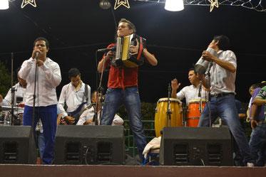 Checho García (cantante) y Javier Vega (acordeonista)