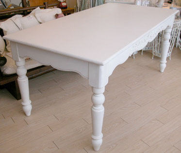 白いフランス家具