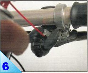 Les Mécanismes de changement de vitesses Shimano STI sont assez peu accessibles. Pulvérisez du lubrifiant par les orifices de passage des câbles.