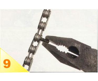 A l'aide d'une pince universelle, brisez la môitié extérieure pré-découpée.