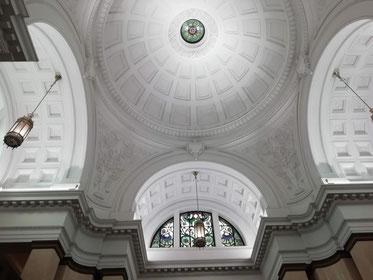 国立科学博物館の天井、歴史を感じます。