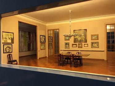 実際の展示を再現。ミニチュアの部屋、名作がぎっしり!