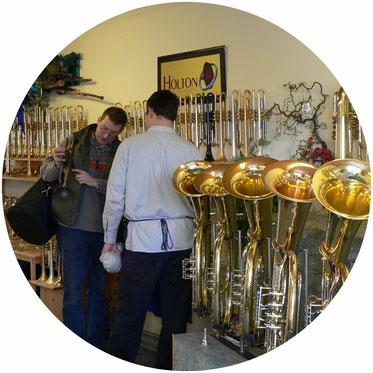 Öffnungszeiten des Musikhauses Schmid in Neubrunn bei Würzburg in Franken.