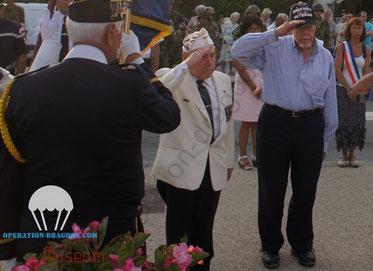 Commémoration de la libération des Arcs 2013, Tony au centre, aux cotés du vétéran Art HELMERS.