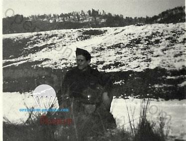 Gaston Marmounier au premier plan. Son camarade Chaix debout avec les lunettes.