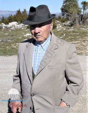 Fernand RICCO, au clos d'Espargon, camp de Canjuers en 2006 alors qu'il nous racontais sa période dans la résistance. 'photo J.M Soldi.