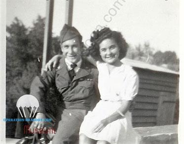 Tony Di PIETRO, en 1945, avec son épouse Ginette.